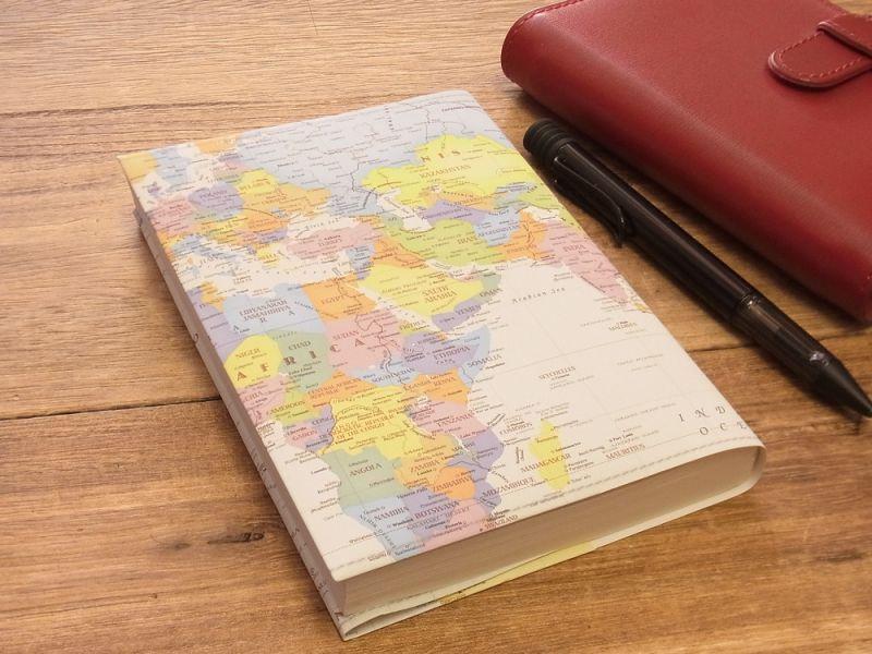 画像1: 【ネコポスOK】 ストーンペーパーのブックカバー 文庫 ポップ