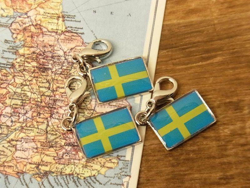 画像1: 【ネコポスOK】 世界の国旗 チャーム [スウェーデン] 1個