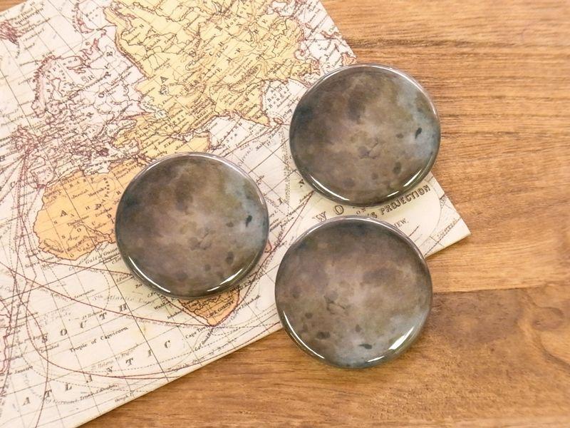 画像1: 【ネコポスOK】 惑星 缶バッジ 32mm 冥王星(1個)