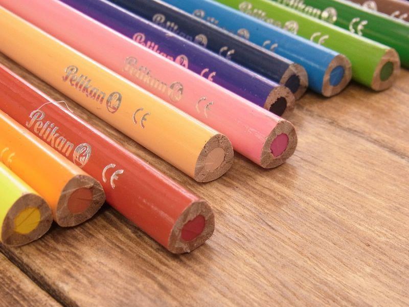 画像2: 【買付け品】【ネコポスOK】 ドイツ Pelikan/ペリカン 色鉛筆12色セット