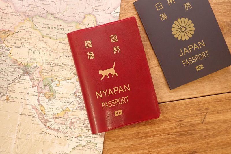 画像1: 【ネコポスOK】 パスポートカバー ネコ レッド
