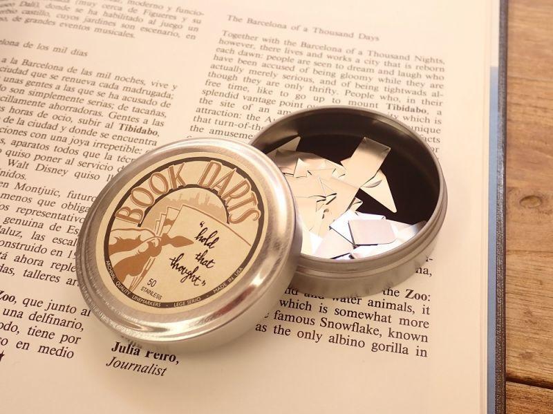 画像1: 【ネコポス△】 アメリカ・ブックダーツ 缶入り ステンレス