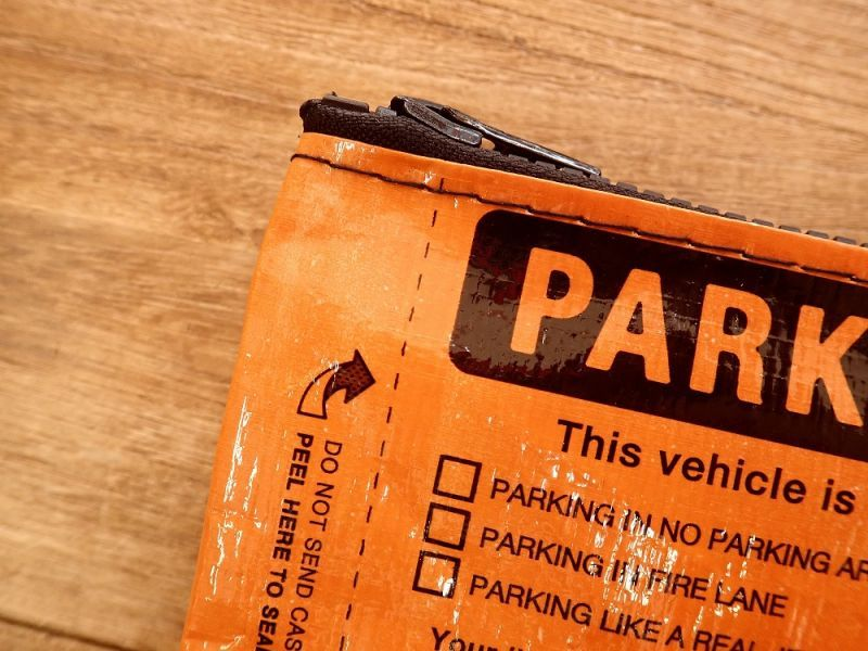 画像2: 【ネコポスOK】 アメリカ Blue Q/ブルーキュー ペンケース Parking Violation