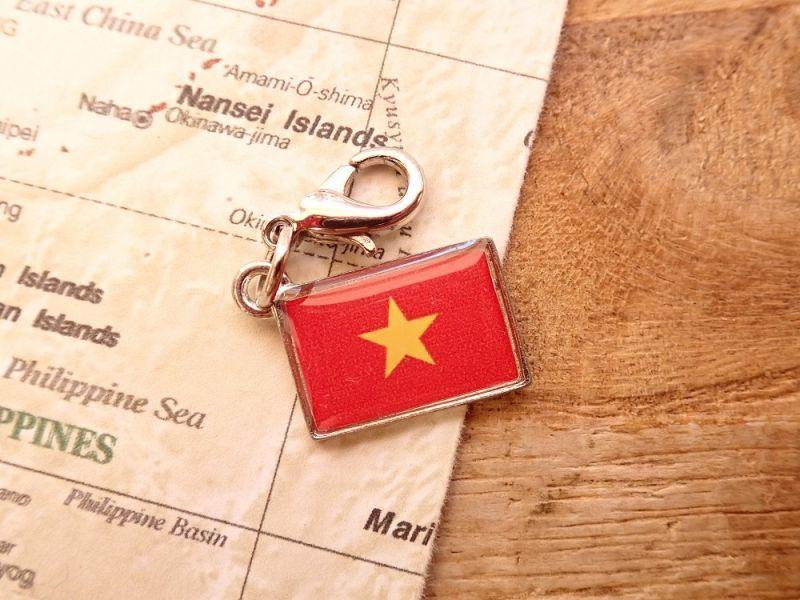 画像1: 【ネコポスOK】 世界の国旗 チャーム [ベトナム] 1個