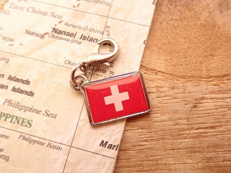 画像1: 【ネコポスOK】 世界の国旗 チャーム [スイス] 1個