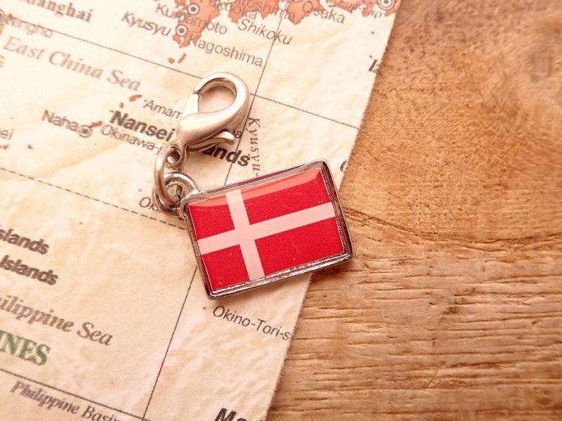 画像1: 【ネコポスOK】 世界の国旗 チャーム [デンマーク] 1個