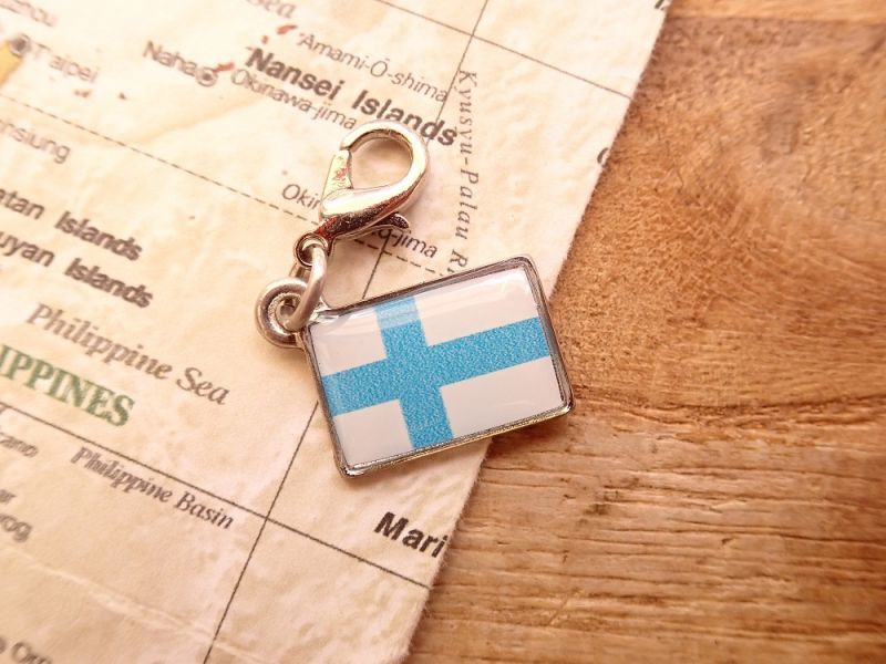 画像1: 【ネコポスOK】 世界の国旗 チャーム [フィンランド] 1個