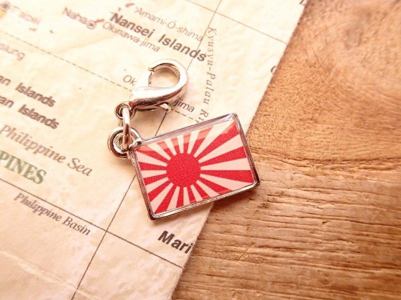 画像1: 【ネコポスOK】 世界の国旗 チャーム [日本/旭日旗] 1個