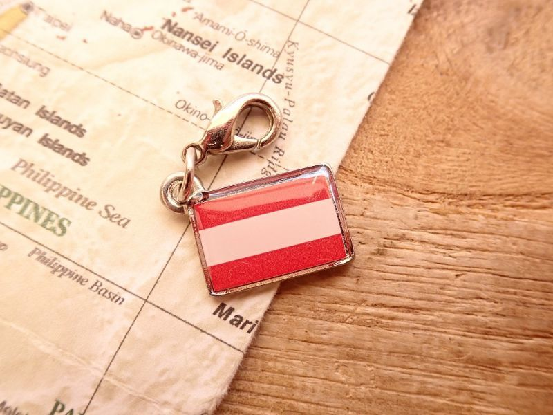 画像1: 【ネコポスOK】 世界の国旗 チャーム [オーストリア] 1個