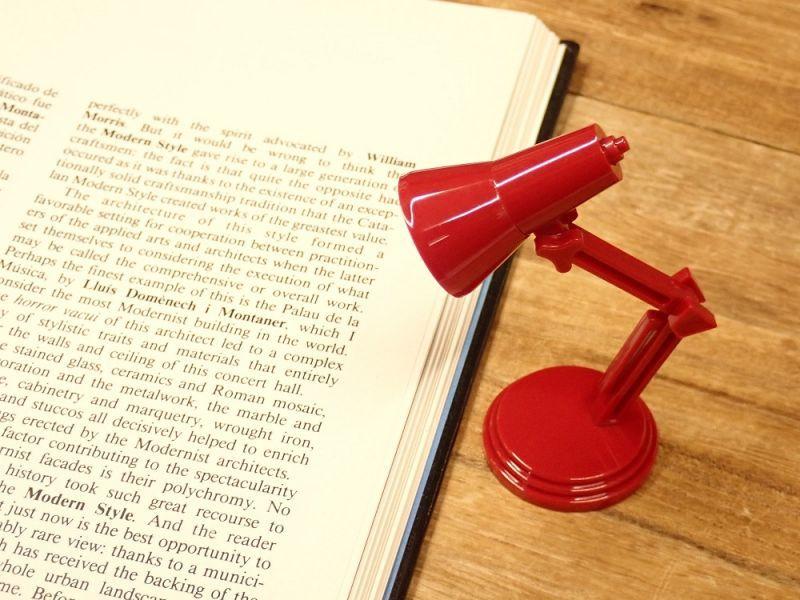 画像1: 【ネコポスNG】 イギリス The Book Lamp/ブックランプ レッド