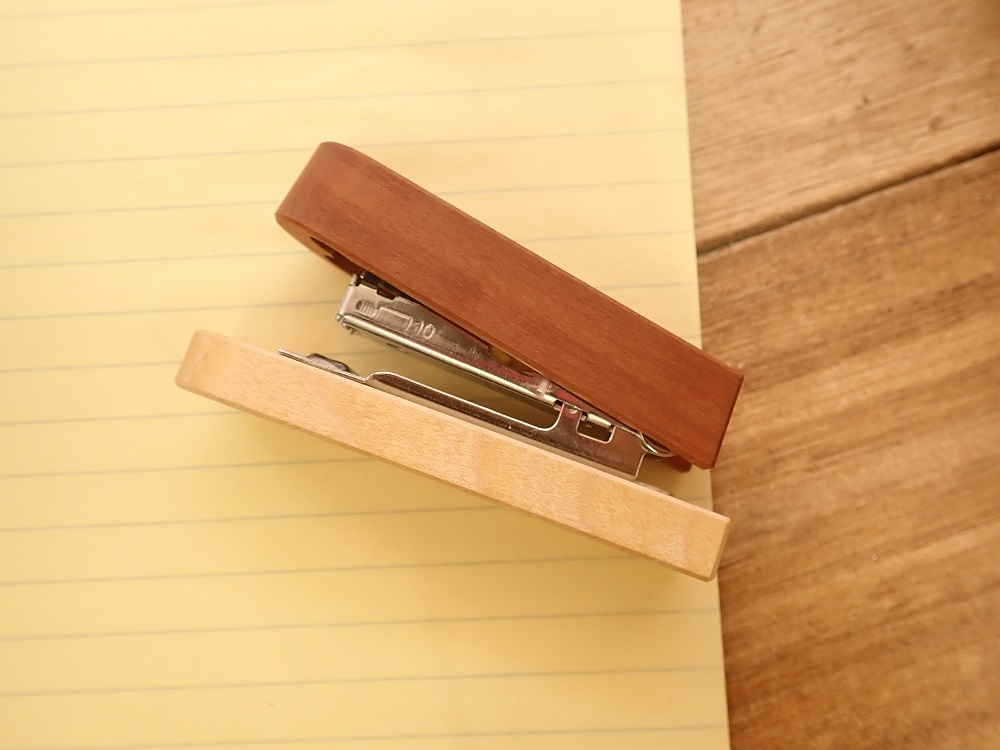 画像2: 【在庫限り】【ネコポスNG】 ドイツ Steinhoringer Werkstatten 木製ステープラー