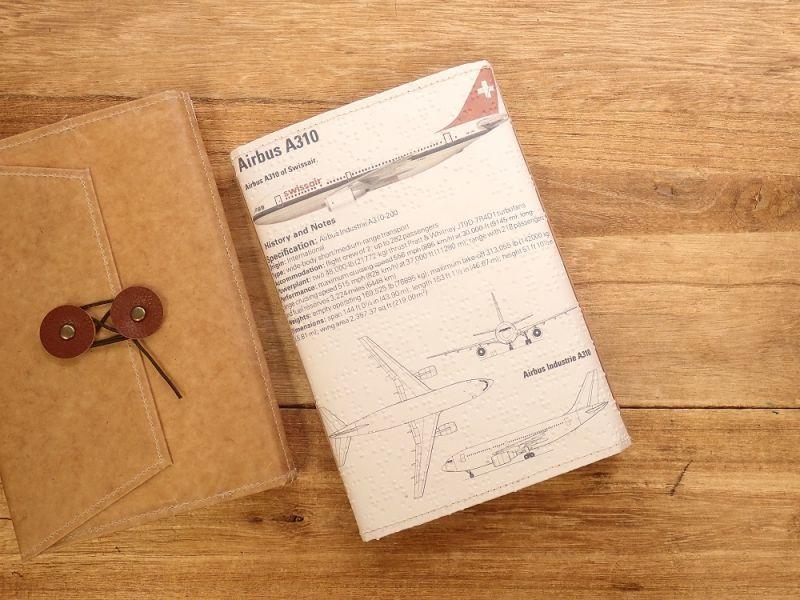 画像2: 【旅屋限定柄】【ネコポスOK】 Quaint Design/クイントデザイン Robinson 文庫ブックカバー 飛行機 SWISSAIR