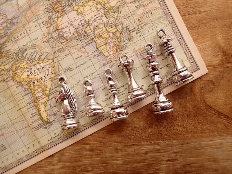 画像1: 【ネコポスOK】 チャーム チェス駒 シルバー(6個セット)