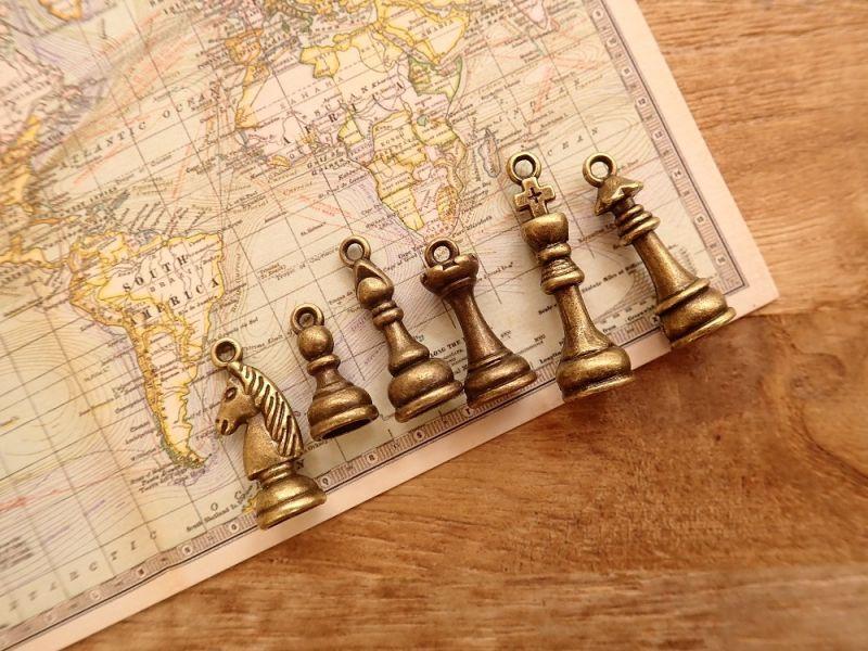 画像1: 【ネコポスOK】 チャーム チェス駒 ゴールド(6個セット)