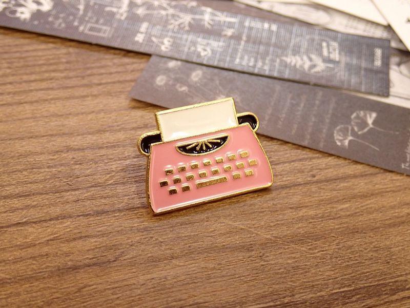 画像1: 【ネコポスOK】 ピンバッジ タイプライターD