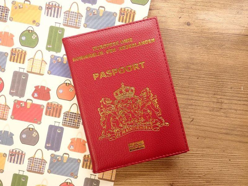画像1: 【ネコポスOK】 パスポートカバー オランダ レッド