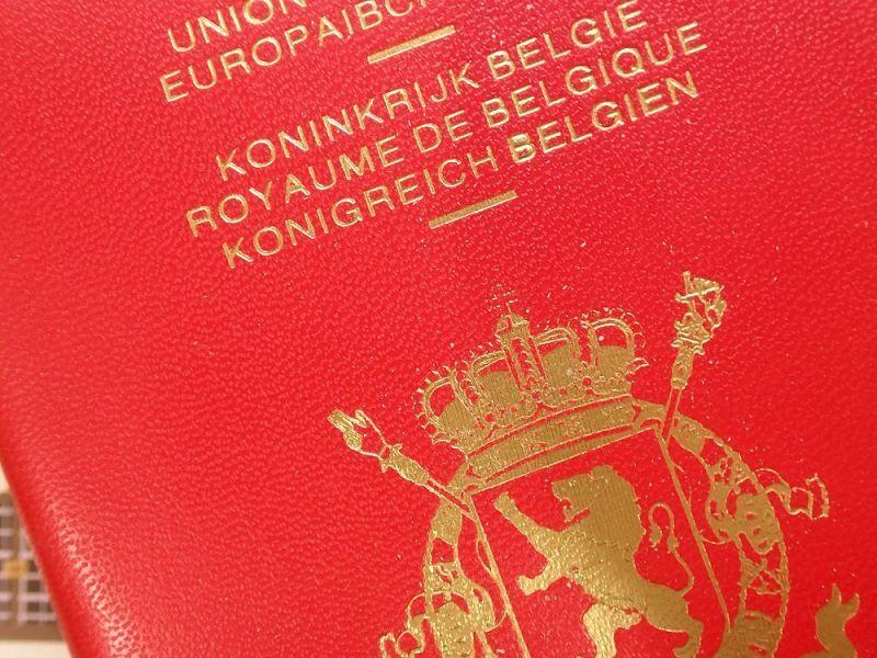 画像2: 【ネコポスOK】 パスポートカバー BELGIEN レッド